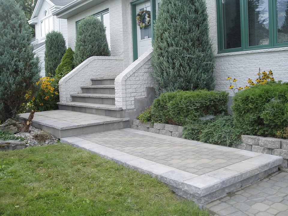 entrée et escalier avec pavés et blocs